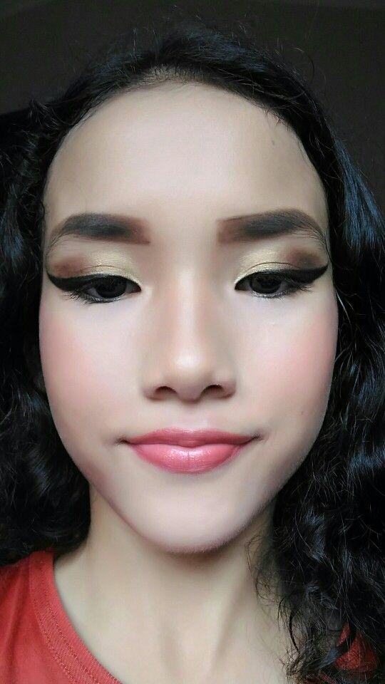 Olive Green Eyes Makeup