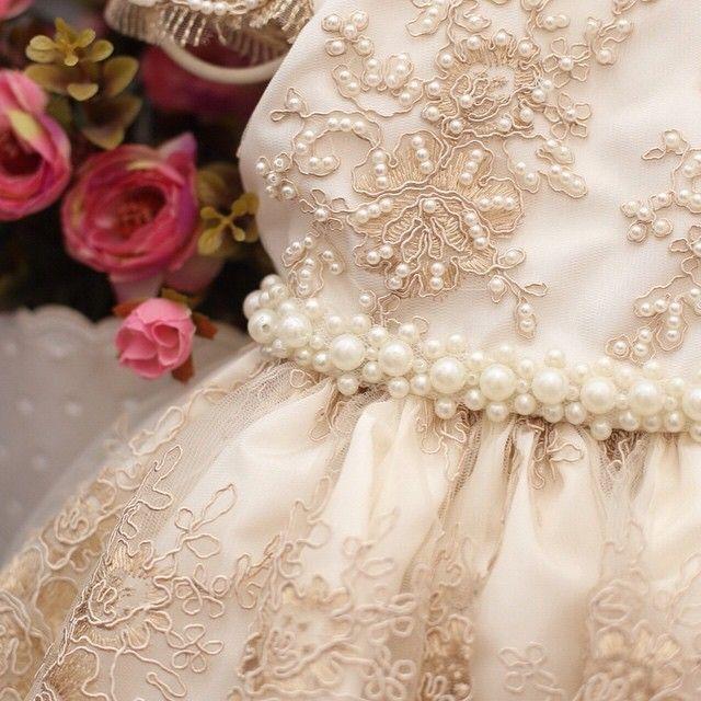 Vestido infantil com renda e cinto bordado com pérolas Via Flora for Girls…