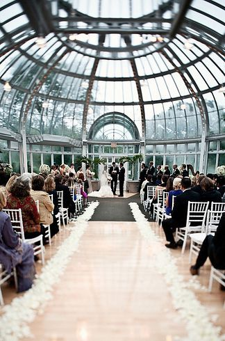 THIS RIGHT HERE. Brooklyn Botanical Gardens - Brooklyn / 13 Amazing Alternative NYC Wedding Venues (via BuzzFeed)