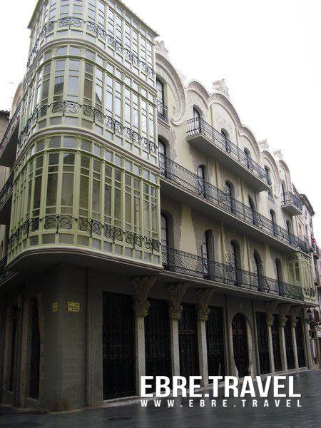 Casa Grego (1907-08). #Arquitectura #modernista a #Tortosa #TerrresdelEbre. Casa Grego (1907-08). #Modernist #Architecture in #Tortosa #TerresdelEbre. Casa Grego (1907-08). #Arquitectura #modernista en #Tortosa #TerresdelEbre. http://www.ebre.travel