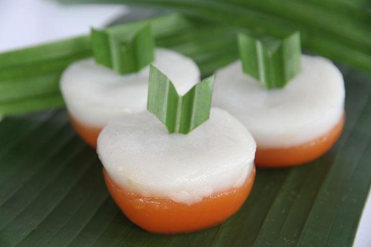 Kue Talam Ubi. Pada awalnya, Talam Ubi menggunakan bahan dasar Ubi merah, tepung beras dan santan. Saat sekarang ini agak sulit menemukan ubi merah yang bagus dan tidak berserat. Untuk bahan pengganti digunakan tepung ketan untuk lapisan yang paling bawah dan tepung beras untuk lapisan atas serta tidak lupa santan untuk campuran dari tepung beras. Dijual per satuan dengan harga Rp2.000 per satuan. BIsa pesan dalam jumlah banyak.