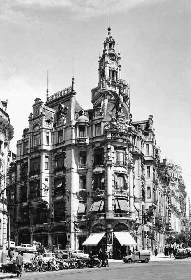 """Edifício da companhia de seguros """"A Nacional"""" em 1965. www.webook.pt #webookporto #porto #vintage"""