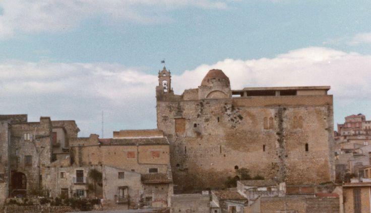 Castello_chiaramontano_di_Favara_nel_1980.jpg (2097×1210)