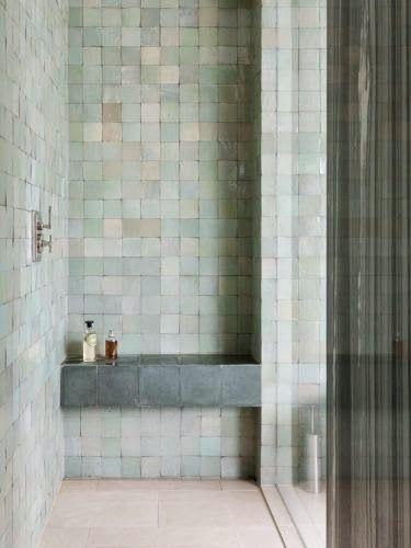 Nice tile color combo.