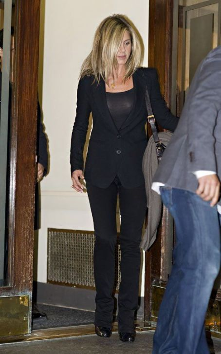 Jennifer Aniston Fashion and Style - Jennifer Aniston Dress, Clothes, Hairstyle - Page 8