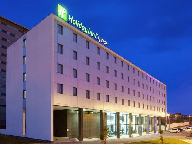 Matosinhos Holiday Inn Express Porto Exponor Portugal, Europe Holiday Inn Express Porto Exponor is a popular choice amongst travelers in Matosinhos, whether exploring or just passing through. The property features a wide range of facilities to make your stay a pleasant experience. Take advantage of the hotel's free Wi-Fi in all rooms, 24-hour front desk, facilities for disabled guests, luggage storage, airport transfer. Designed for comfort, selected guestrooms offer televisio...