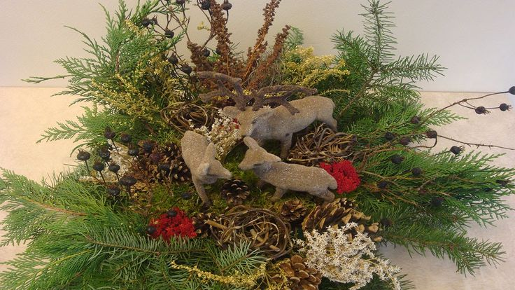 weihnachtsdekoration adventsgesteck weihnachtsgesteck aus naturmaterialien weihnachten. Black Bedroom Furniture Sets. Home Design Ideas