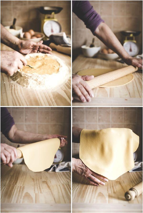 Traditional italian home made pasta recipe - Spaghetti alla chitarra. Ricette: Primi piatti - Tags: food tutorial, Pasta fresca