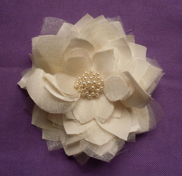 project?!: Tulle Flower, Diy Flowers, Sewing Projects, Diy Hair Flowers, Diy'S, Fabric Flowers, Flower Accessories, Cloth Flowers, Flower Hair Clips