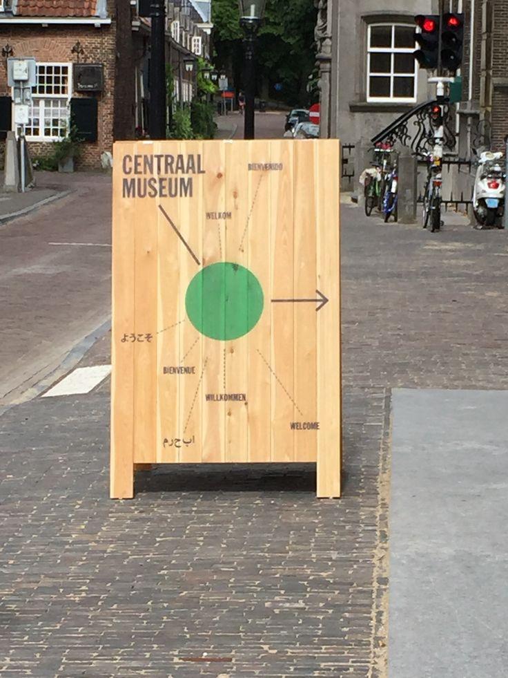 Iedereen is welkom bij Centraal Museum in Utrecht! #stoepbord #printophout