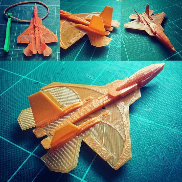 オレンジのフィラメントが残り少なくなったので国産ステルス戦闘機をプリントしてみました厚みは0.5mmくらいしかありませんゴムで飛ばすと高速で100mくらい飛ぶので周りに気をつける必要があります#3dプリンタ #3dprinting #飛行機 #戦闘機 by bunji1818