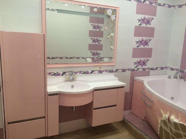Большое #зеркало в нежно-розовой #ванной - отличное решение, поскольку вам захочется смотреться в него снова и снова.