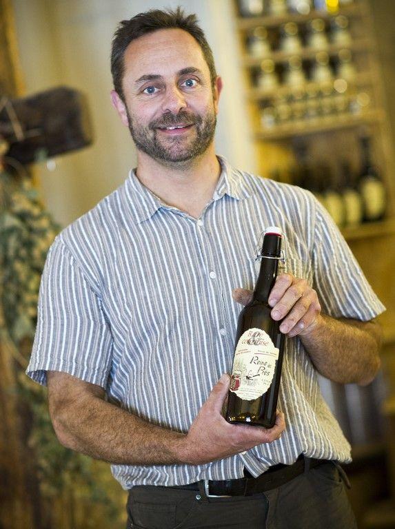 Ferme de la vallée à Rarécourt «La Rarécourtoise» est une bière fermière, brassée à l'ancienne, de haute fermentation, non filtrée et non pasteurisée. Elle est totalement élaborée sur l'exploitation agricole : culture des céréales, maltage de l'orge, brassage. C'est un produit 100% meusien et 100% fermier, ce qui est particulièrement rare pour la bière, en France et même en Europe. Crédit photo : CDT Meuse/Guillaume Ramon