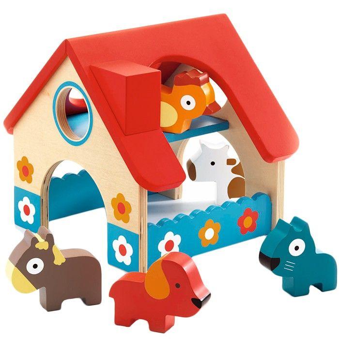 Mini granja de madera con ventanas, aberturas de puertas... para jugar con los 5 animales que incluye. Cuenta con piezas grandes y muy manejables por los más pequeños. Presentado en práctica caja de almacenamiento.