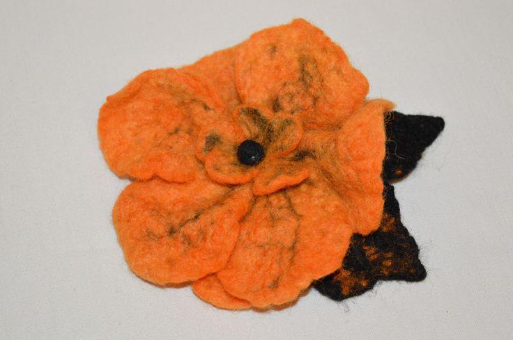 broszka z filcu kwiat  w hand made by JustKa na DaWanda.com