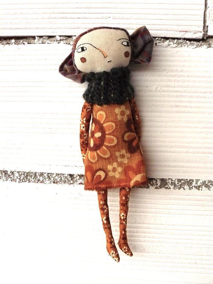 Muñeca con pelo de tela.  Bordada a mano. 32 cm de AntonAntonThings en Etsy