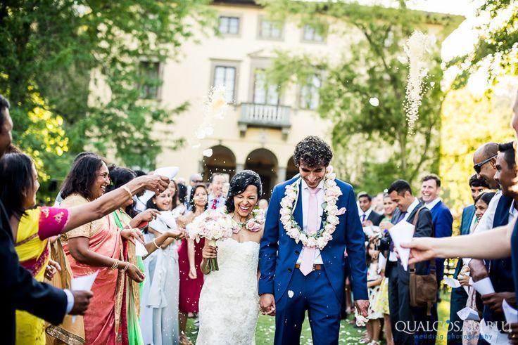 https://www.qualcosadibluphoto.com/wedding-photography/lucca/wedding-photography-villa-bernardini-lucca-heshma-michael/
