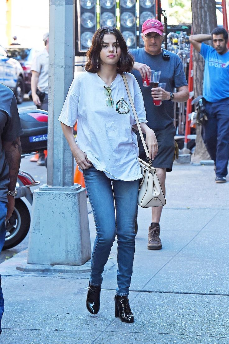 September 22: Selena seen on set of Woody Allen's film in New York, NY [HQs]