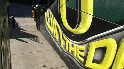 Watch: Oregon Ducks football team marches through tunnel in hyperlapse video