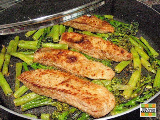 Está aí uma receita fácil e gostosa, que pode variar a sua refeição! É ótima para comer no jantar, por ser tão leve e não ter carboidratos.... Se sentir falta de mais alguma coisa, acompanhe…