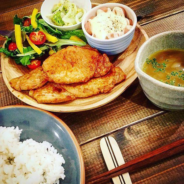 またお肉✨ #おうちごはん #ワンプレート #dinner #ディナー #豚肉のしょうゆ麹焼き #酢たまねぎとアボカドの柚子胡椒和え #魚肉ソーセージとキャベツのココット #オニオンスープ #サラダ #ふたりごはん #yummy #夕飯 #家族 #family #instafood #food #肉 #野菜 #pork #vegetable #salad #soup #晩ごはん #ワンプレートごはん #wtw