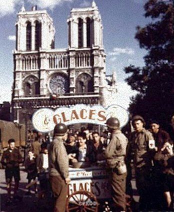 Place Notre Dame en août 1945