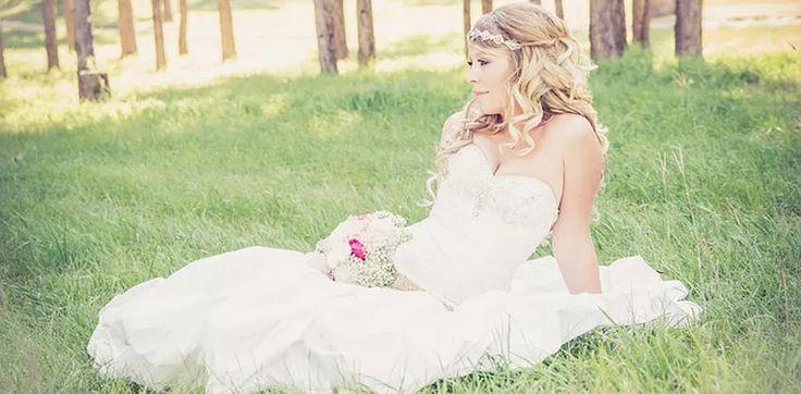 Esküvői ruhaszalonunk esküvői ruháit kiárusítjuk amíg a készlet tart!Már 15.000 Ft-ért is megveheted az esküvői ruhádat!