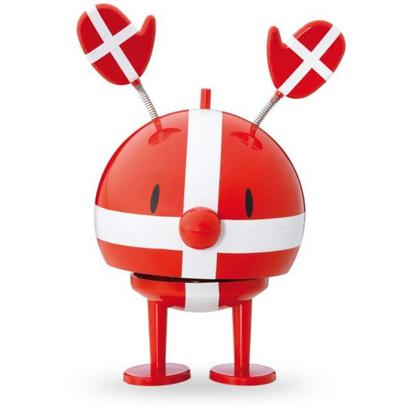De fleste smil starter med et andet smil. Hoptimisterne smiler til dig, og de venter på din respons: Måske et smil, måske oven i købet et lille dask, der sætter figuren i gang. Den kvitterer for opmærksomheden og hopper på stedet af overskud af energi. Helt forudsigeligt, og hver gang. #Kom #Så #Danmark
