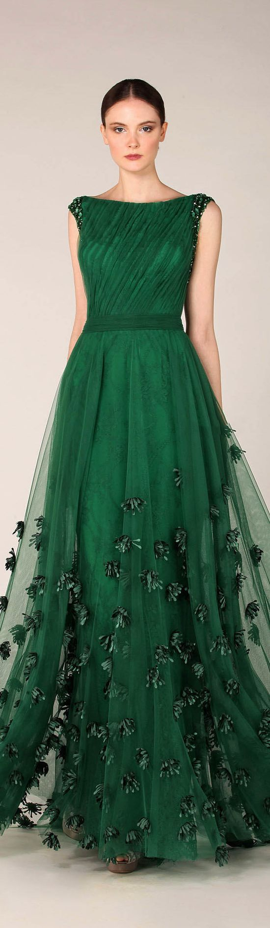 Get inspired: Brides, fancy a beautiful forest green wedding gown? This one looks lovely!