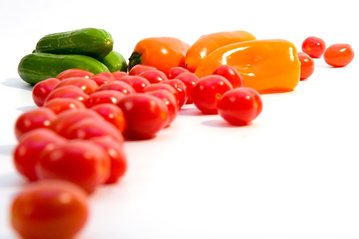 Snackgroenten; pruimtomaatjes, minipaprika's en minikomkommers.