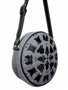Okrągła torebka z filcu GOSHICO z haftowanym wzorem i skórzanym pasem http://torebki.pl/okragla-torebka-z-filcu-goshico-z-haftowanym-wzorem-i-skorzanym-pasem-576.html
