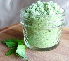 SALE al BASILICO 200 gr. di sale grosso 100 gr. di basilico (foglie e steli) tritato