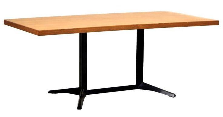 Lote 4618 - Daciano costa, mesa de reuniões com tampo em cerejeira e pés em ferro preto unidos por travessa. Dim: 75x190x90 cm. Nota: sinais de uso e riscos no tampo. . - Current price: €200