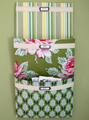 Start the New Year off right with the free patterns for purse organizers, closets, cars, jewelry and more in 18 Craft Organizers: Sewing Organizer Patterns for the New Year. This guide is the perfect way to achieve your New Year's resolutions.