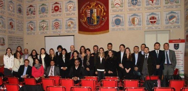 Proseguono le attività internazionali dell'Università di Camerino, in particolare quelle orientate verso il Sud America. Nei giorni scorsi una delegazione composta da 25 funzionari del SEBRAE (Serviço Brasileiro de Apoio às Micro e Pequenas Empresas), l'agenzia che fa sostegno alle piccole e medie imprese brasiliane, provenienti da diversi stati del Brasile, ha visitato l'Università di Camerino nell'ambito di una serie di incontri-lezioni in Italia per verificare quali servizi tecnologici…