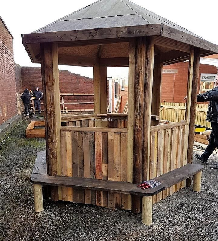 The wood pallets come in different sizes and it is great to arrange the pallets of long size for making the playhouse because a person will not need to attach the pallets with each other to increase the length to create the repurposed wood pallet playhouse.