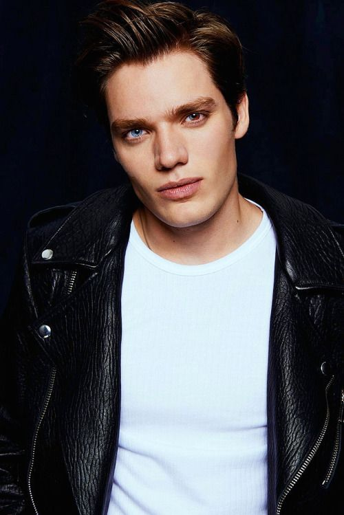 25 Best Ideas About Dominic Sherwood On Pinterest
