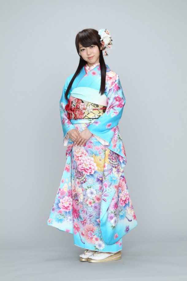 AKB48 founding member Minami Minegishi always looks radiant in kimono.  I (HEART) you Mii-chan ... get well soon (DS 07-09-14)