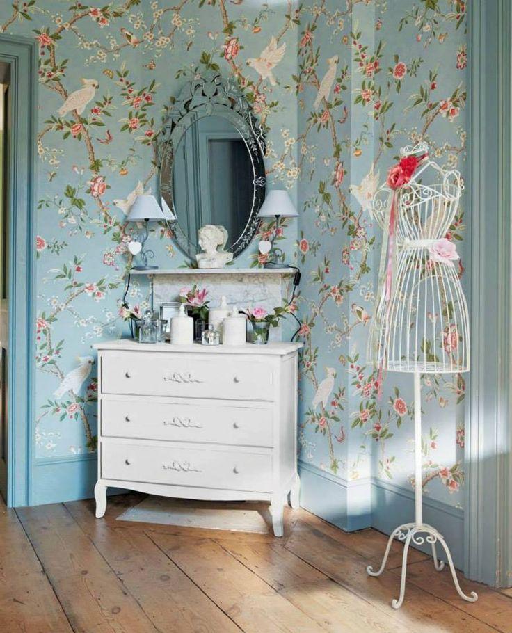 Decoração vintage com papel de parede floral