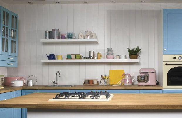 Kuchyně v retro stylu. Otevřené poličky nesmí chybět..., Foto: iStock