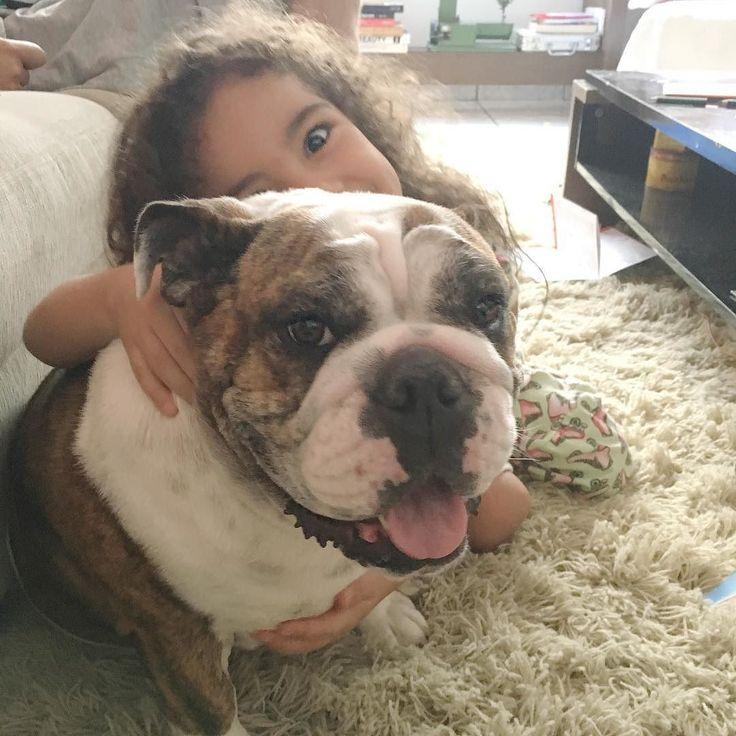 - Astrid daqui uns dias a gente vai ter outro cachorrinho aqui em casa sabia??? Mas não se preocupe eu vou amar vocês 2!!!    Que comece a contagem regressiva para o #@Dog2  afinal enquanto Baby 2 não dá pinta aumentamos a família com mais um peludo!    #PessoinhaNãoVêAHora #PrecisamosEscolherONome #SeEuContarAsOpções #VocêsChoramDeRir #TôNaFaseDoEnxoval #MasÉDoDog2 #AceitoDicas #FamiliaVaiCrescer #Uhuuuuu #ClaraEAstrid