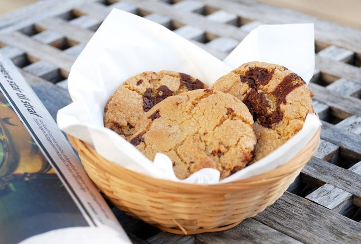 De lækreste, bløde amerikanske chocolate chip cookies, som dem, man får på café.