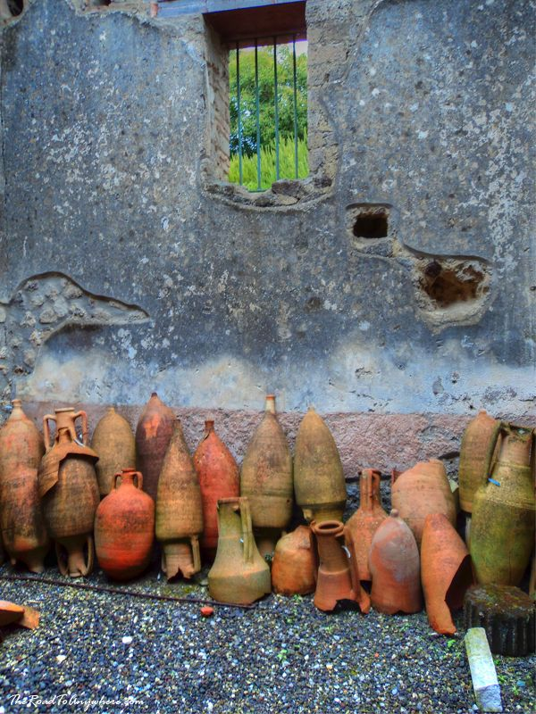 Ancient pottery in Pompeii, history, Italy, erruption, volcano, remains