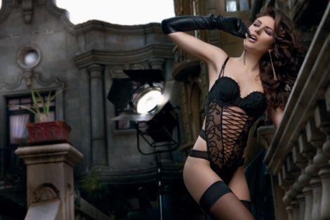 Ο πιο πολυσχολιασμένος διαγωνισμός του mybest.gr, με δώρο το λατρεμένο body-string Claudette της Luna, επιστρέφει και τον Οκτώβριο, για να χαρίσει σε μία ακόμα τυχερή ένα από τα πιο hot garments της νέας collection Luna για τη χειμερινή σεζόν 2012/13:    Το όλο κεντημένο body-string* Claudette με  κέντημα-αποκλειστικότητα της Luna και  επένδυση από μπεζ τούλι στο μπροστινό μέρος  και αποπλανητικό σχέδιο από ανοίγματα,  στα πλαϊνά και πίσω.