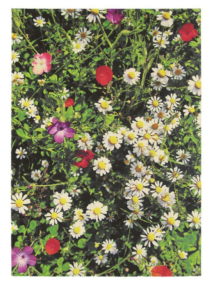 """Das zweite moderne und besonders auffällige Exemplar aus unserer Lifestyle-Kategorie """"Natural Living"""" ist der er Teppich """"Kaleidoscope Botanic"""". Auch der Botanic ist """"natürlich"""" - aus 100% Schurwolle. #benuta #teppich #interior #rug"""