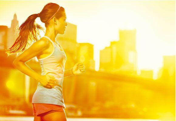 Correr, como já disse algumas vezes aqui, traz muitos benefícios para nosso corpo e para nossa saúde, como o fortalecimento dos músculos, alívio de estresse e o emagrecimento.  Mas para quem vai começar do zero, é preciso de alguns cuidados antes de praticar.  Pensando nisso, separei 5 dicas para quem vai começar a correr.