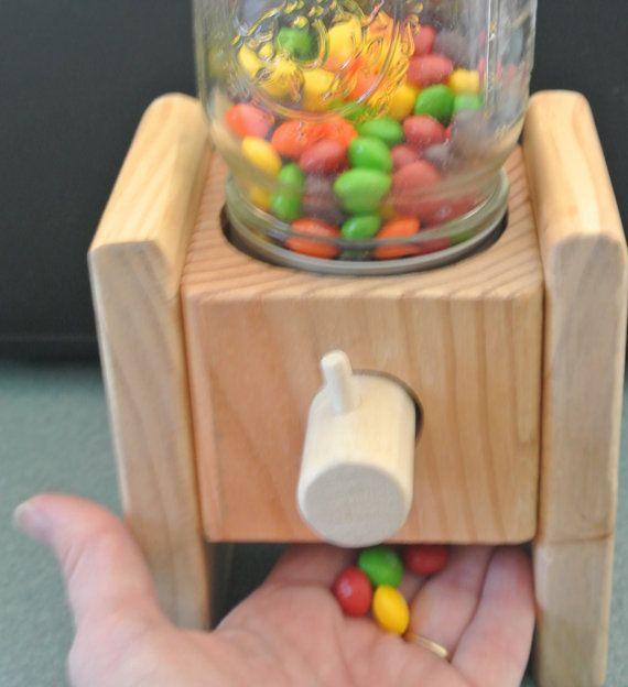 Distributeur de bonbons. Un distributeur de par BranchingOutward