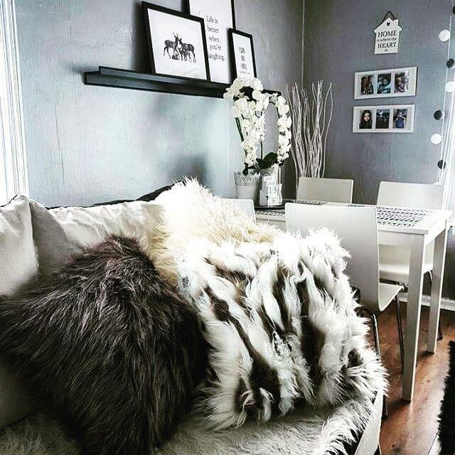 Our new cushions in action 😊 What do You tkink?/Nasze nowe #poduszki w akcji, co myślicie na ich temat? 📷@janki.home    #cushion #fur #homedecor #design #interiordesign #interior # #madeinpoland #home #greyinterior #polskiprodukt🇵🇱 #dobrebopolskie #futro #futerko #wnętrze #poduszkidekoracyjne #poduszkiozdobne #szarewnetrze