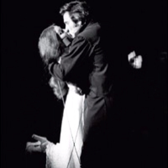 When Johnny Cash proposed to June Carter on stage! Amazing story<3