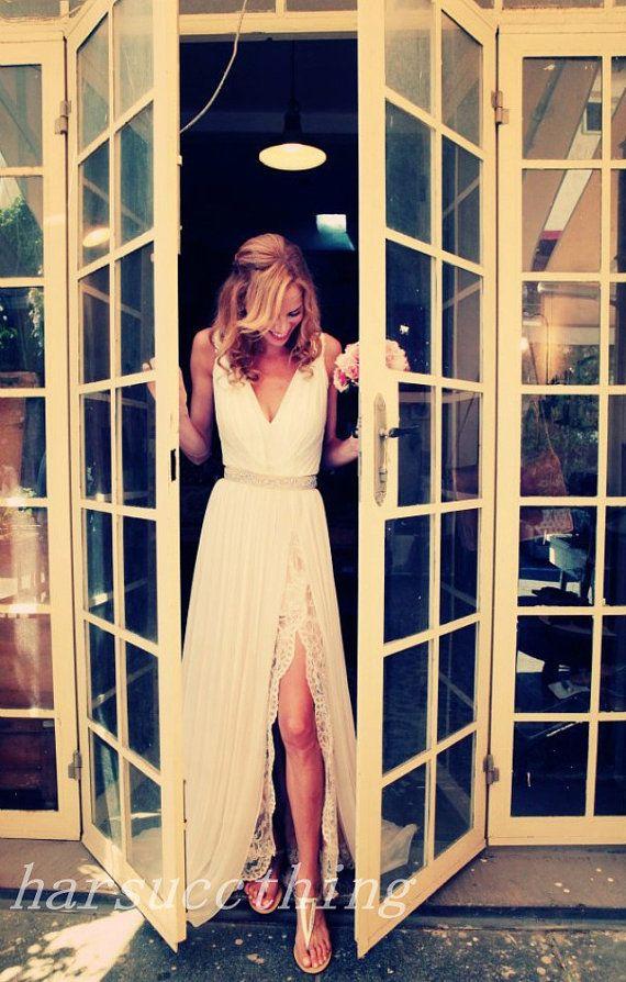 V-cou dentelle robe de mariée en mousseline de soie, élégant Custom Made robe de mariage nuptiale, robe de mariage de perles avec fente